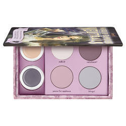 Make up Donna benefit cosmetics