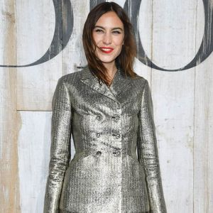 Alexa Chung in total silver illumina la Dior Cruise 2019