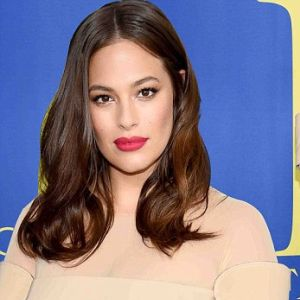 Ashley Graham: il nude look da sposa colpisce tutti