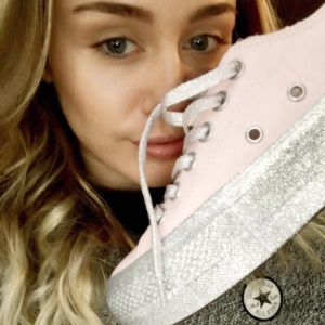 Miley Cyrus x Converse: la capsule collection più cool della primavera