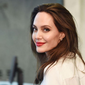 Angelina Jolie debutta su Instagram! Lo scatto divertente sorprende i fan