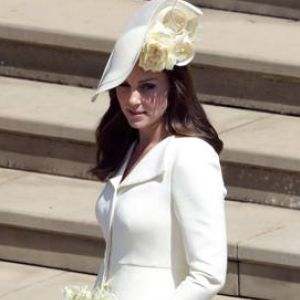 Scandalo a corte! Kate Middleton in bianco per oscurare Meghan Markle?