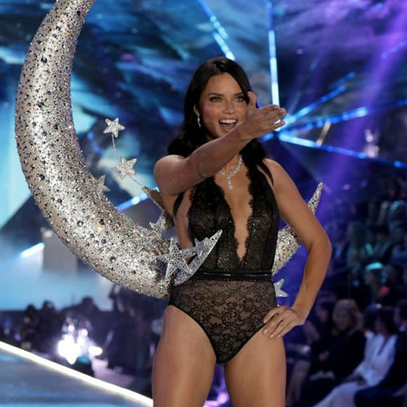 Adriana Lima dice addio a Victoria's Secret