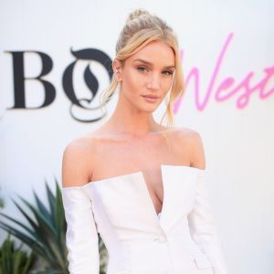 Rosie Huntington Whiteley: è suo il perfetto total white estivo